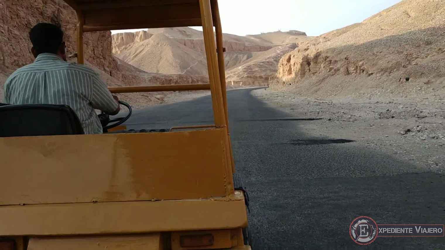 Trenecito para llegar al Valle de los Reyes