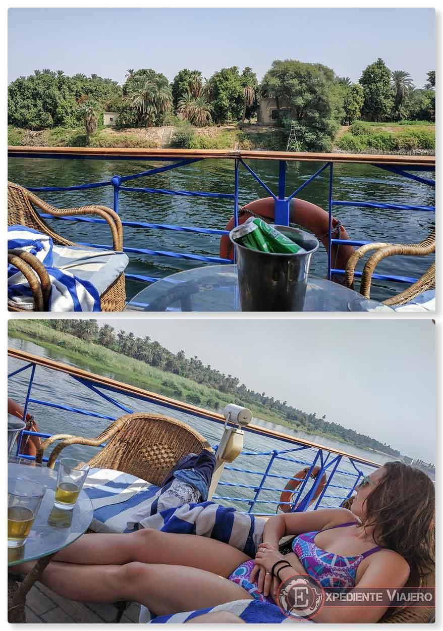 Cervezas y piscina en el crucero
