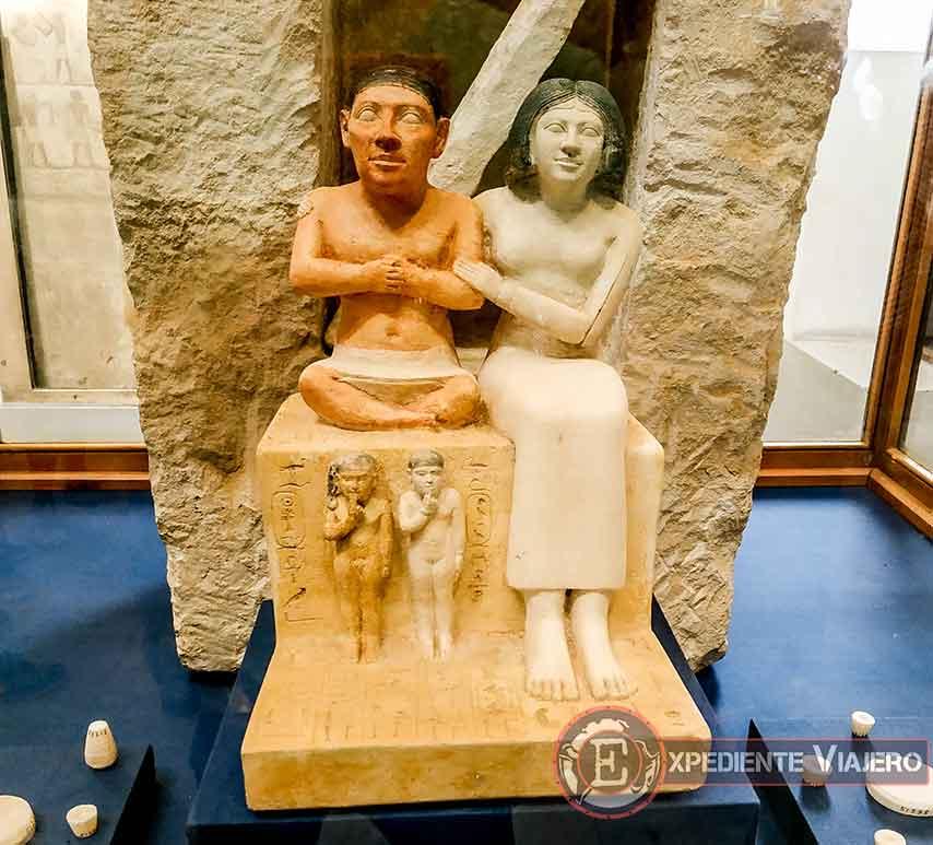 Escultura de Seneb y su familia