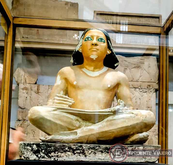 Estatua del escriba sentado del Museo de El Cairo