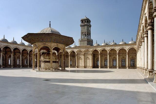 El patio de la Mezquita de Alabastro