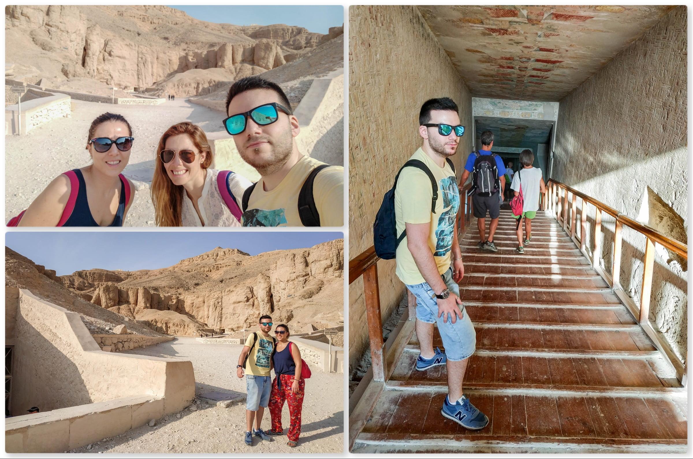 Junto a la entrada de la tumba de Ramsés II