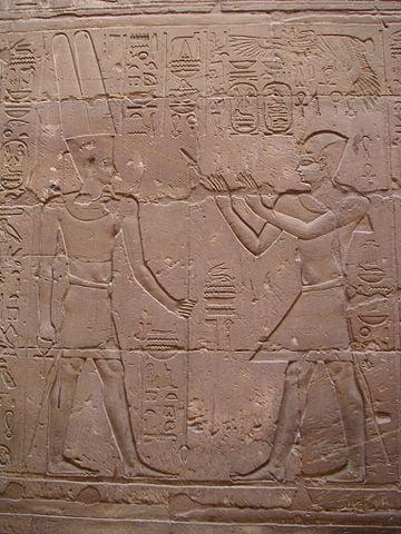 Alejandro Magno como faraón, dando ofrendas al Dios Amón-Ra