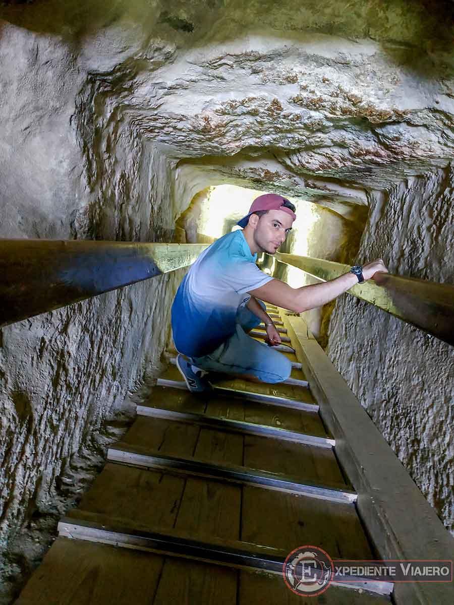 En el túnel de acceso de la Pirámide de Micerino