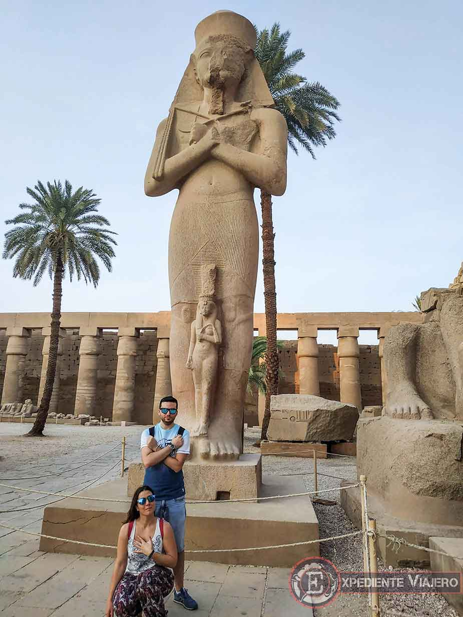 Estatua de Pinedyem I en el templo de Karnak