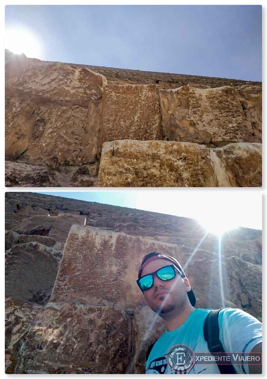 Pegado a la Gran Pirámide de Guiza