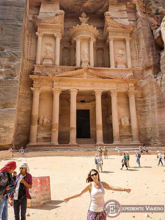 Frente al Tesoro de Petra