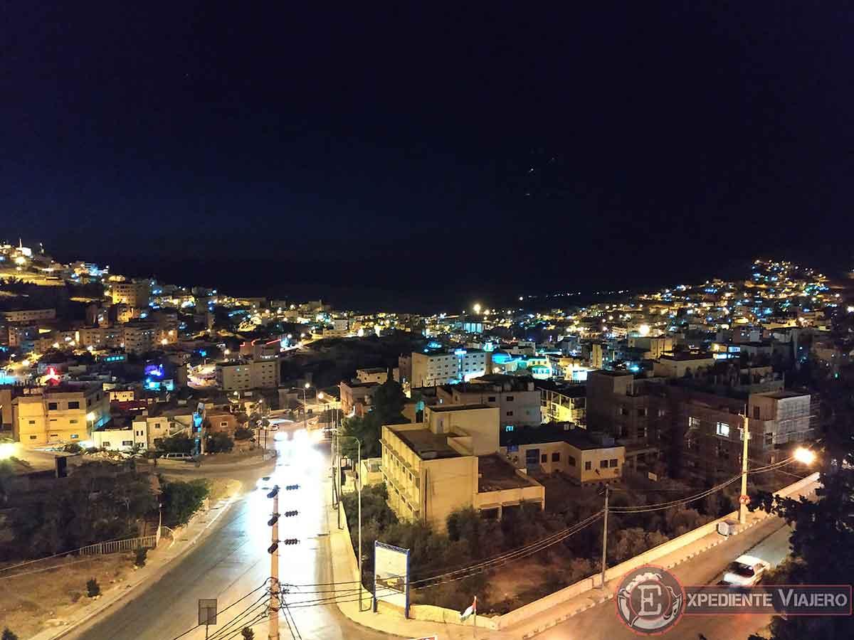 Vistas de Wadi Musa desde la azotea del hotel