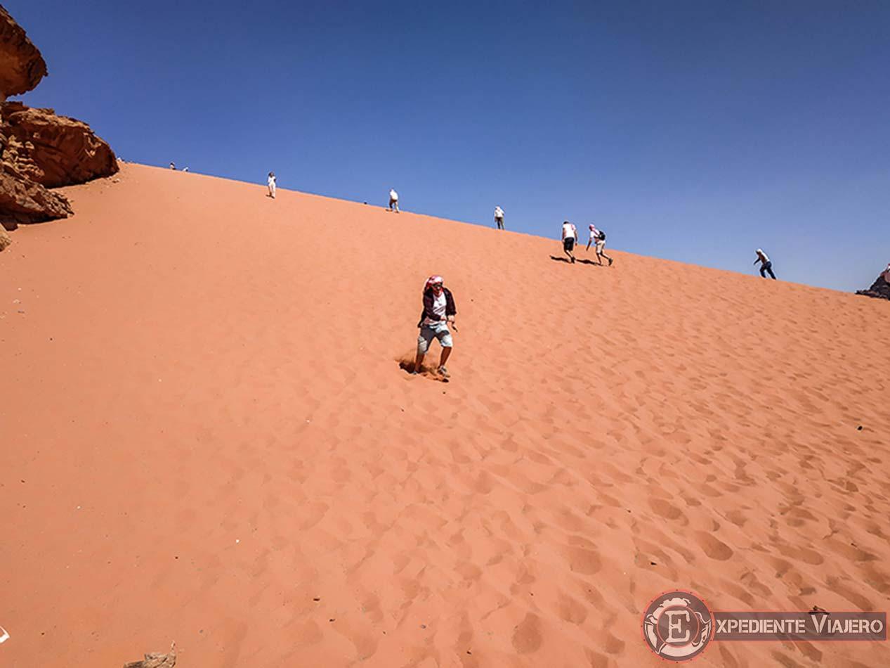 Bajar corriendo por las arenas del Wadi Rum