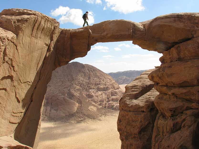 Qué hacer en el desierto de Wadi Rum: Burdah Rock Bridge