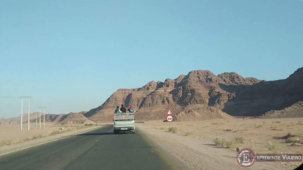 Ir a Wadi Rum por la carretera del desierto