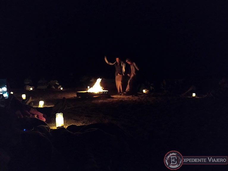 Qué hacer en el desierto de Wadi Rum: Musica tradicional beduina junto a la hoguera