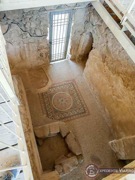Palacio Oeste al visitar la fortaleza de Masada en Israel