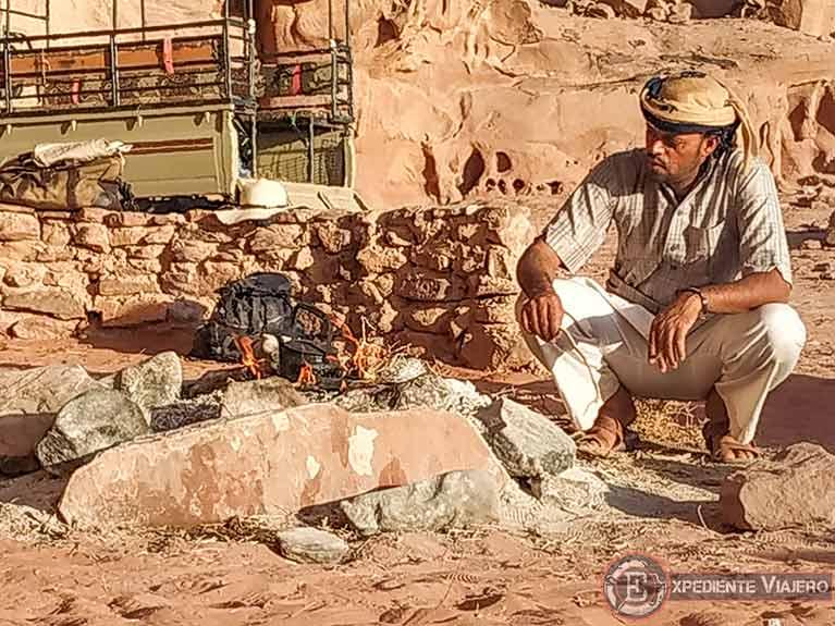 Qué hacer en el desierto de Wadi Rum: Tomar té viendo el amanecer