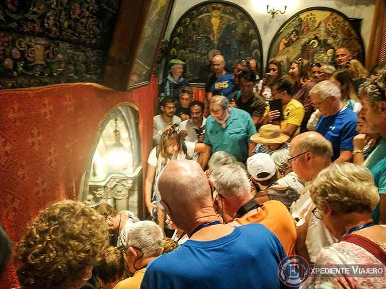 Escaleras de acceso a la Gruta de Natividad