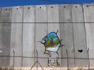 Grafiti de Banksy en el muro de Belén