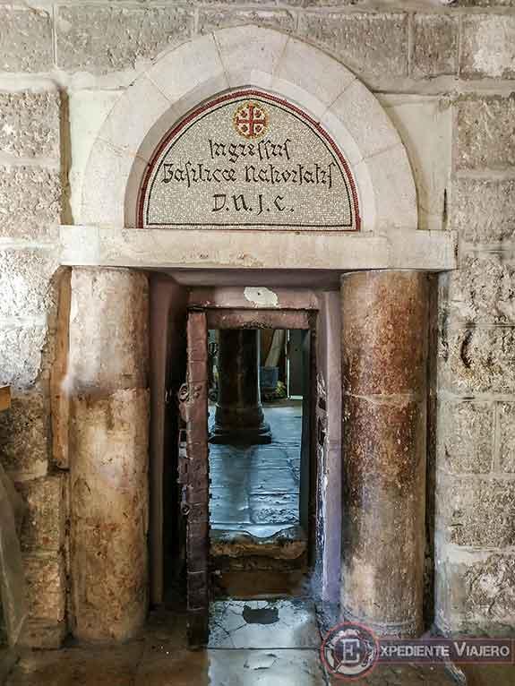 Puerta de acceso a la Iglesia de la Natividad