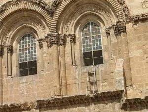 Escalera fija del Santo Sepulcro de Jerusalén
