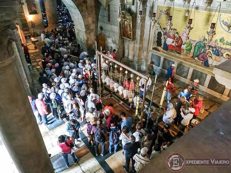 Larga espera para entrar en el Santo Sepulcro