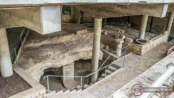 Restos de la antigua iglesia sobre la Basílica de la Anunciación