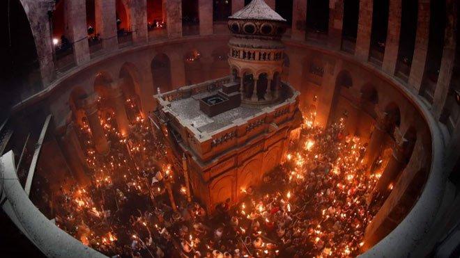 Santo Sepulcro iluminado