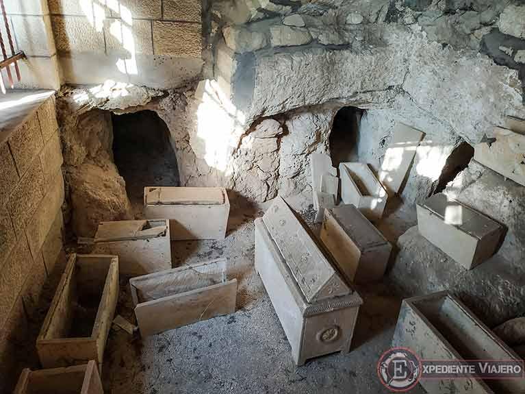 Tumbas excavadas en la iglesia Dominus Flevit