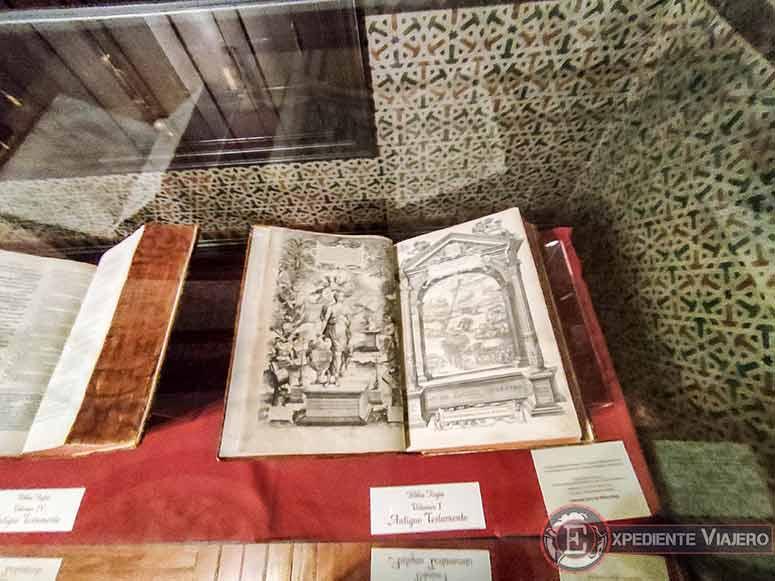Biblia Políglota Complutense en el Palacio de Laredo