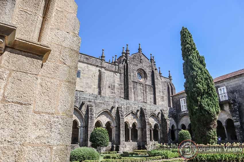 Catedral de Tui vista desde el jardín del claustro