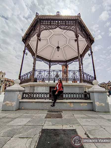 Detalle en la Plaza Cervantes