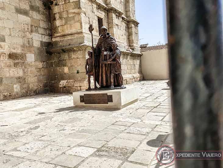 Estatua de Justo y Pastor en la Catedral Magistral de Alcalá de Henares