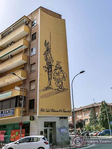 El moderno Sancho y Quijote en las fachadas de Alcalá de Henares