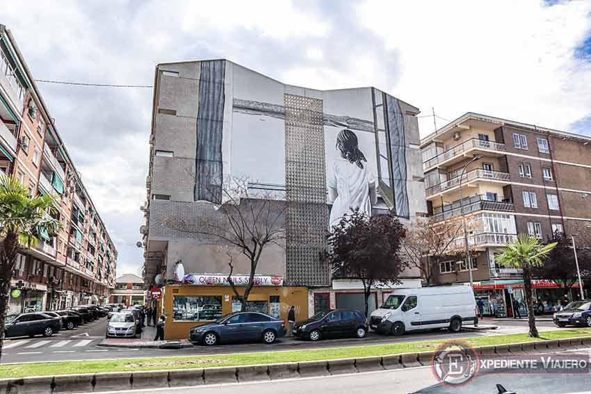 Grafitis en Torrejón: Muchacha en la ventana de Salvador Dalí