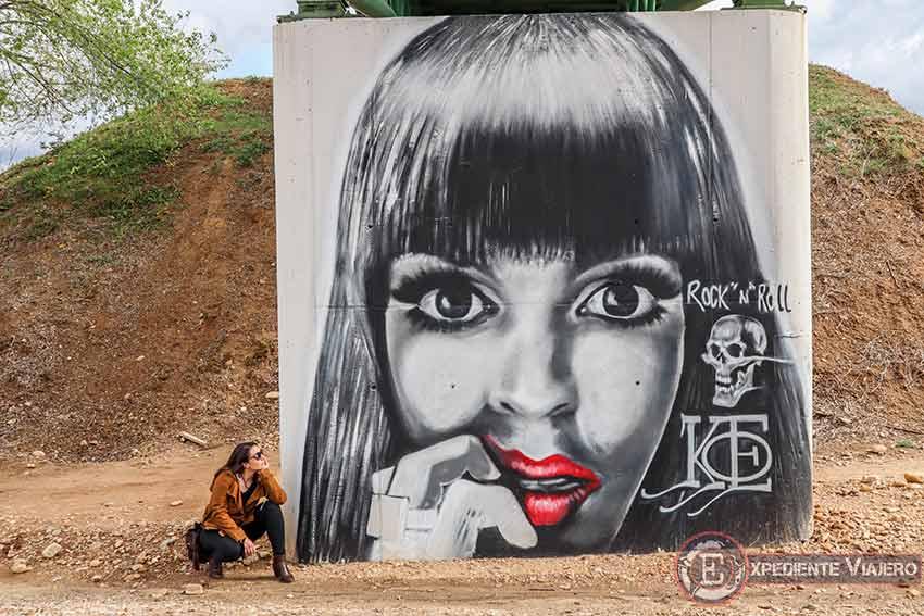Mejores grafitis de Torrejón: Mujeres en el puente