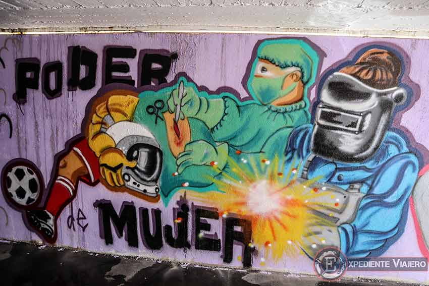 Mujer trabajadora en grafitis en Torrejón