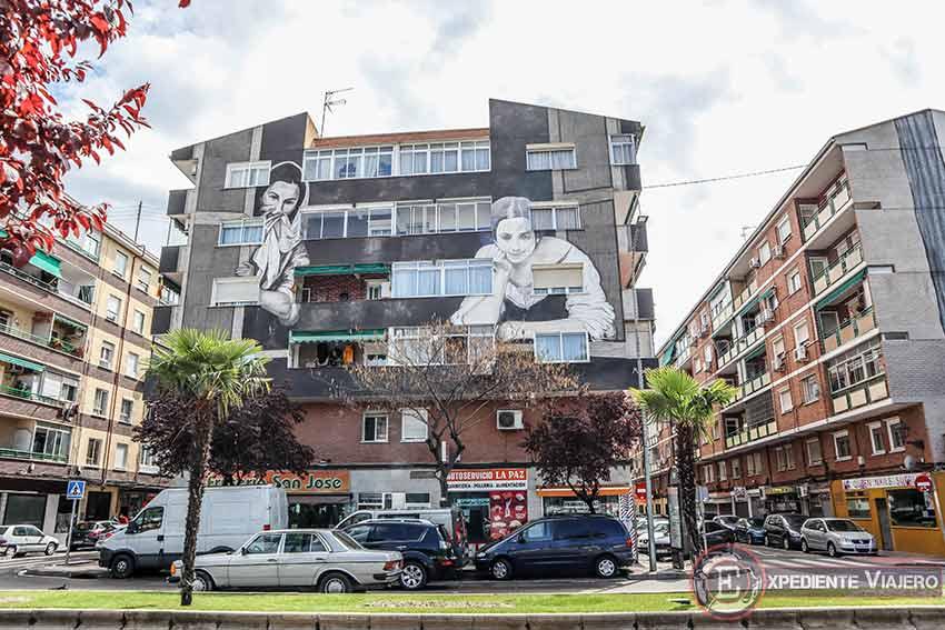 Grafitis en Torrejón: ¨Mujeres en la ventana¨ de Bartolomé Esteban Murillo