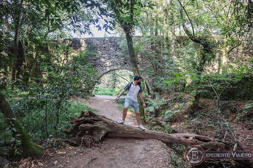 Arco de la Condesa en el Bosque Encantado de Aldán