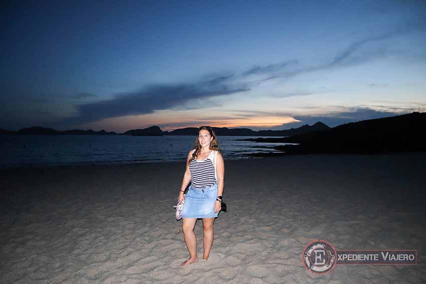 Cabo Home de noche en la playa de Melide