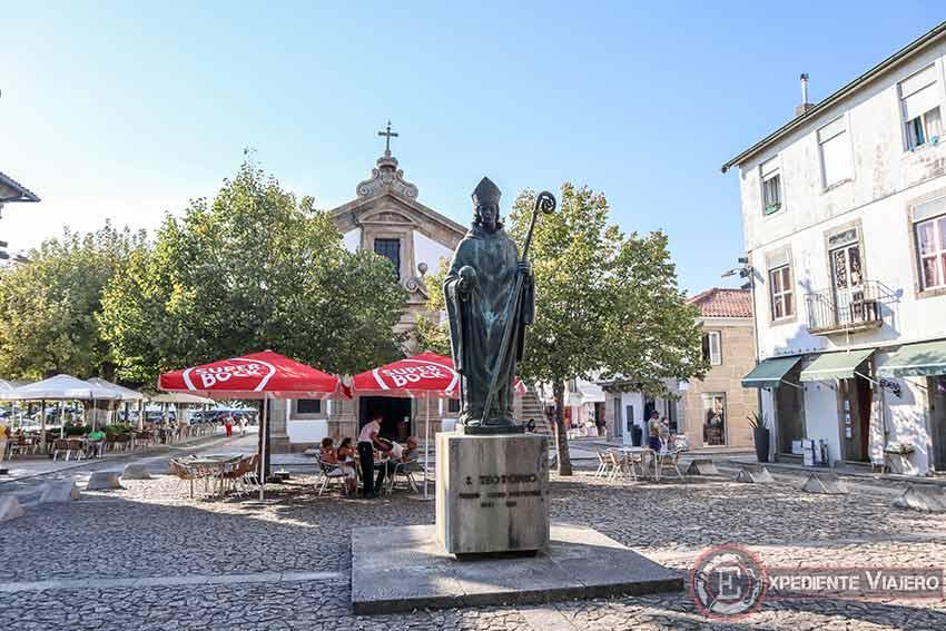 Visitar la Fortaleza de Valença do Miño: Estatua de San Teotonio
