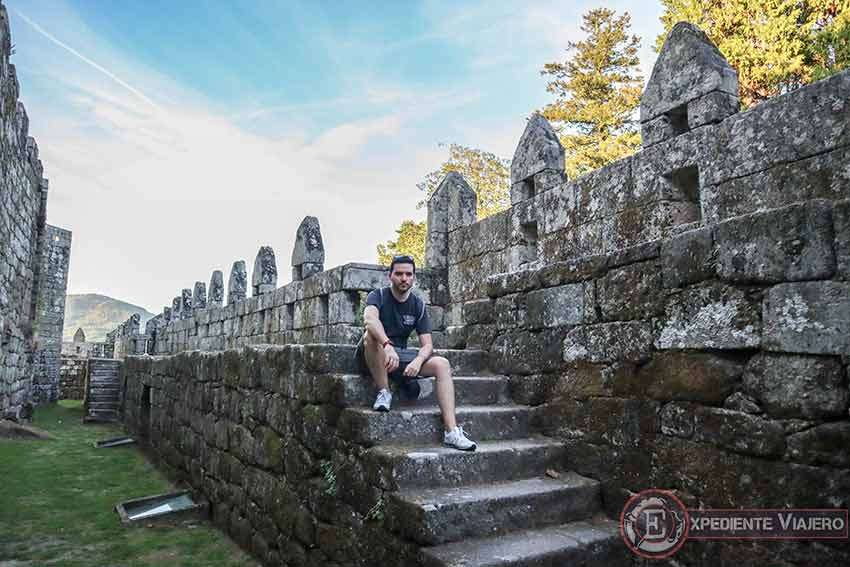 Visitar el Castillo de Soutomaior y sus jardines: Murallas