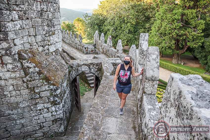 Subir a la muralla del Castillo de Soutomaior