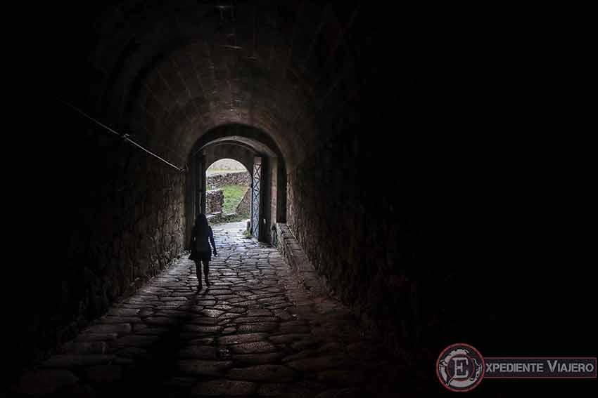 Túnel oscuro de las Portas da Gaviarra