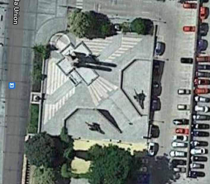Águila de Franco en el Alcázar de Toledo visto desde el aire en Google Maps