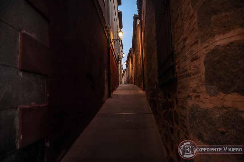 Calles del casco histórico de Toledo nocturno