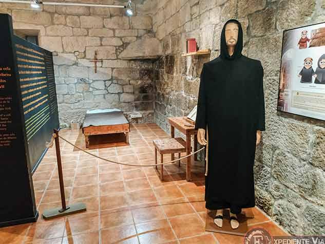 Interior de la Casa Prioral en el Monasterio de San Pedro de Rocas