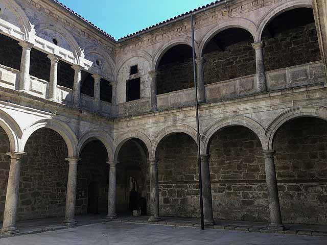 Claustro pequeño do Viveiro en el Monasterio de San Estevo de Ribas de Sil