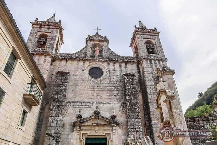 Fachada barroca de la iglesia de San Estevo de Ribas de Sil
