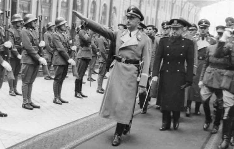 Los nazis visitando Toledo