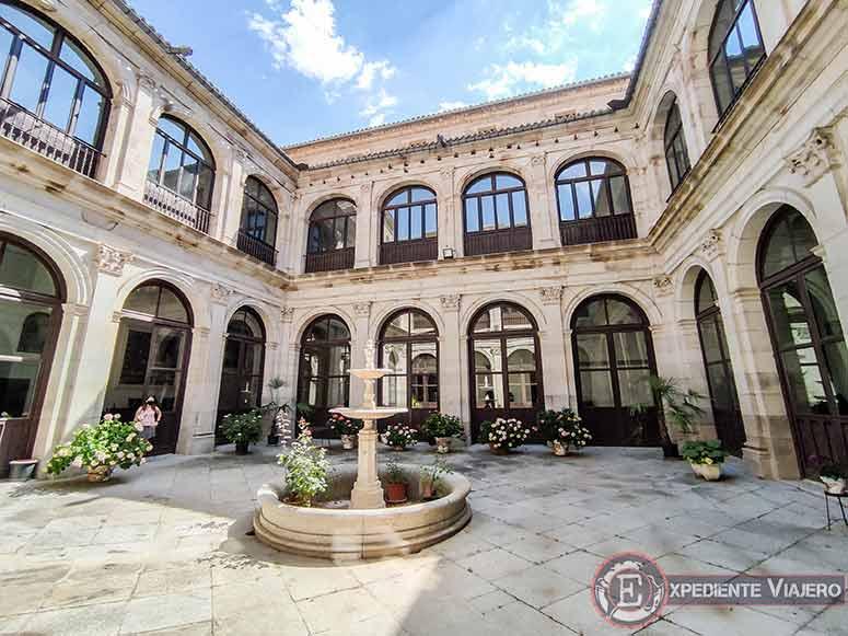 Patio del Real Colegio de Doncellas Nobles en Toledo
