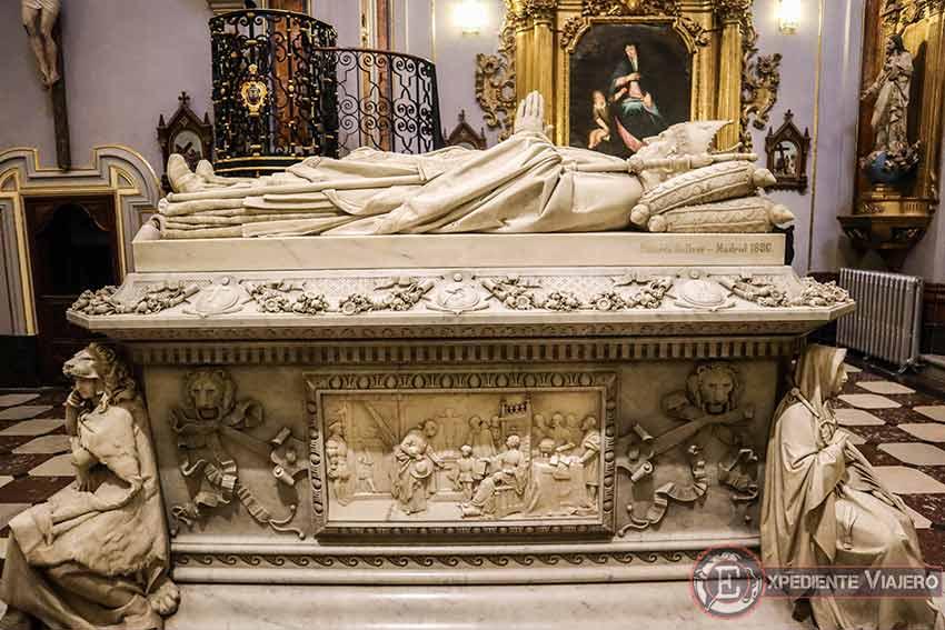 Sepulcro del cardenal Silício en el Real Colegio de Doncellas Nobles