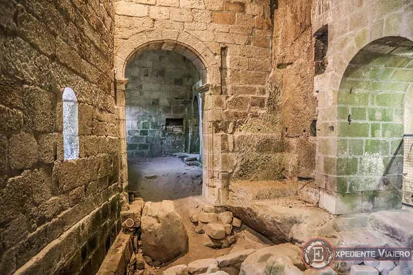 Sepulcros de la iglesia del Monasterio de San Pedro de Rocas